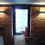 mūro apšvietimas interjero idėja